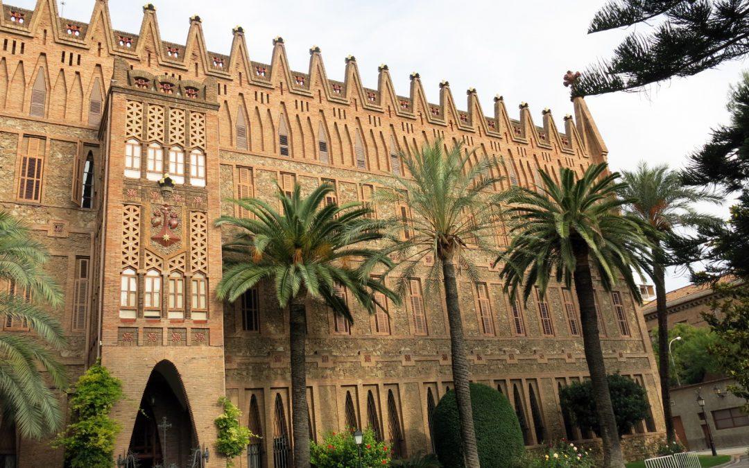 Del Castillo Interior al Castillo Exterior en Gaudí